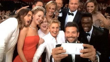 ellen selfie oscars 371x209 Step Out and Look Gorgeous!